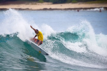 Sunny Garcia, proving that age is only a number by advancing into Day 2 of the Hawaiian Pro. Photo: WSL